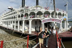 American Queen arrives in Natchez!