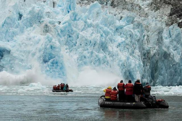 Glacier watching from zodiacs